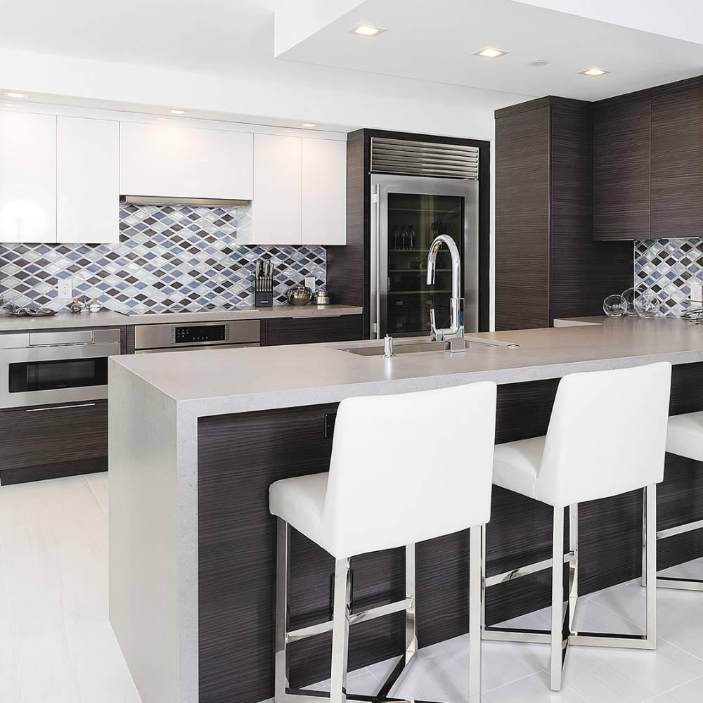 © Design: Distinguished Kitchens & Baths, Florida